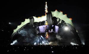 THE CLAW. Den 50 meter höga scenen, som är Bonos egen idé, kallas