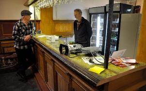 Bardisken från Fröströmska gästgiveriet är en klenod med några hundra år på nacken. Nu har den åter kommit i tjänst hos ölvännerna i Söderbärke. FOTO: CHRISTER NYMAN