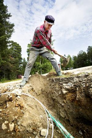 Bo Jönzén deltog i ideellt arbete när byarna Böle och Röjan i Bergs kommun skaffade fibernät på eget bevåg sommaren 2013.