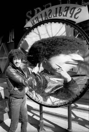 Den prisbelönte fotografen Rolf Adlercreutz ställer nu ut sina Thin Lizzy-bilder på Galleri Mono.