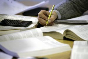 Efter flera år har trenden vänt – allt fler väljer att plugga utomlands.