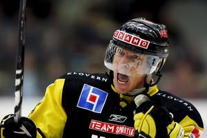 Patrik Juhlin blev tvåmålsskytt i går.Foto: Arkiv