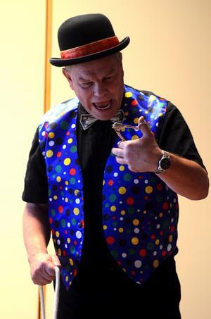 Trollkarlen Mr Udd kommer till höstens första Barnens lördag i Smedjebacken.