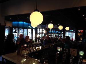 Det är i baren det mest spännande händer på Terrassen, enligt Krogpatrullen.
