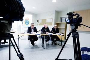 Åklagaren Ulf Back, länskriminalens chef Bo Sköld och spaningsledaren Ola Wikberg var på plats på pressträffen på onsdagen.