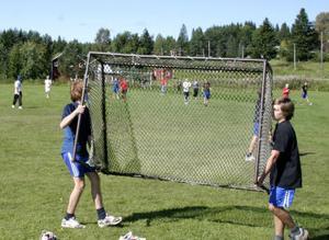 William Schmit och Jonas Berggren spelade tidigare i Matfors. Nu har de träffat sina nya lagkamrater under helgens läger i Naggen.
