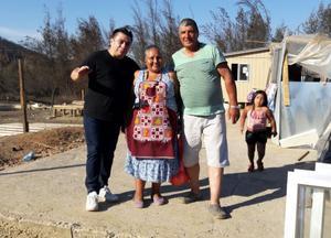En av de familjer som Freddy Amigo fick träffa i den brandhärjade regionen Maule utanför Constitución. Folk försöker så gott de kan att skapa sig ett hem igen. Regeringen har ombesörjt att byggmaterial kommer ut till drabbade områden.