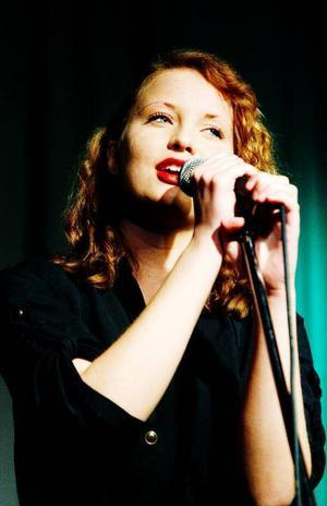 Julia Blom rockade igång konserten med Beatleslåten – Get back.