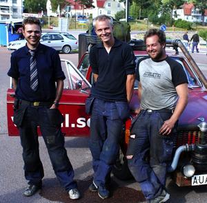 Trötta efter en lång resa. Från vänster: Johan Linell, Micke Anderberg och Martin Johansson. Foto:Christian Larsen