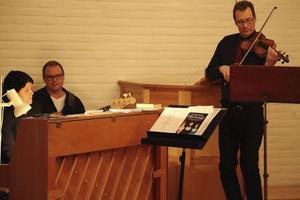 Åke Fredriksson på fiol tillsammans med Ylva och Micke Olofsson
