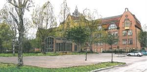 En tillbyggnad på framsidan av Läroverket kan ge plats för reception, bibliotek och studieplatser enligt idéskissen. En ny lokal kan även fungera som samlingsplats med kafé, som kan användas för utställningar, föredrag och möten.