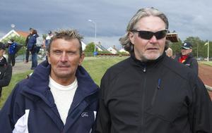 Chennet Landström berömmer Svegs IK:s Göthe Hammarström för ett bra arrangemang. Stefan Jönsson tycker att det är bra med inspiration för de unga fotbollsspelarna.