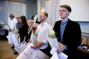Glada stipendiater i landstinget: Närmast kameran syns Samuel Mattsson och intill honom Emanuel B. Lindström och Klara Degerman.