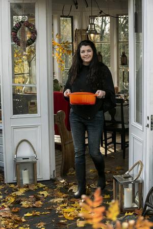 När Anne-Sofie Wigge bjuder till höstfest vill hon gärna föra in höstens färger på bordet.