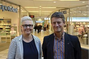 In-gallerian har fått flera nya hyresgäster det senaste året, konstaterar Maria Persson, centrumledare, och Anders Granat, förvaltare hos fastighetsägaren Diös.
