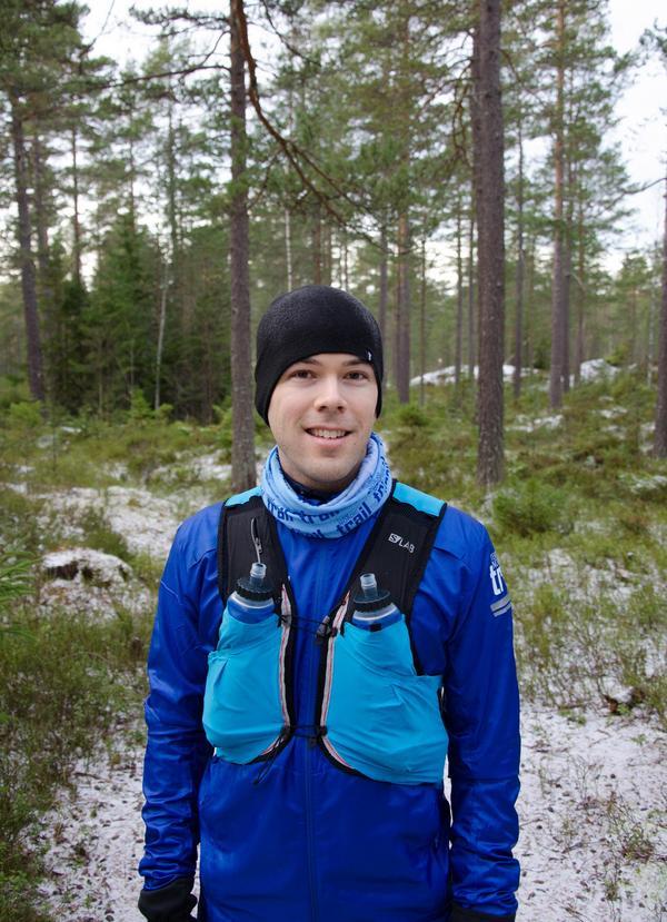 Mörkret är inget hinder att träna på vintern, menar Oskar Åkerlund, platschef och löparcoach på Team Nordic Trail i Sundsvall .