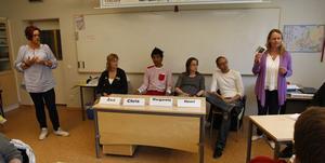 Studie- och yrkesvägledarna Mia Olsson och Kristina Ottehed berättar om övningen