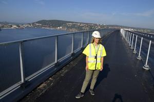 Sofia de Wall på Trafikverket är nöjd med hur Brobygget framskrider. I december är allt färdigt – utom broavgiften.