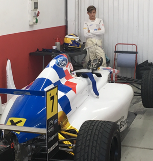 Näste Ericsson gör formelbilskarriär. 14-årige Hampus i depån i Valencia under tvådagarstestet.