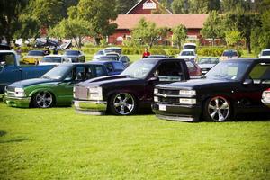 SNYGGT UPPRADADE. Tre stylade Chevrolet S10 på rad.