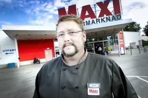 Nuvarande ägaren till Ica Maxi är nöjd med placeringen på Mosaiken. Han lämnar dock butiken i slutet av augusti, det är ännu inte klart vem som tar över.