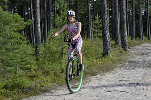 Selma kommer att ha med bekräftelsen från Vasaloppet. att hon får cykla loppet på enhjuling, men med full startavgift trots att hon bara använder ett hjul...