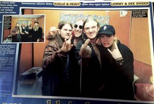 Bild på artikeln i tidningen OKEJ som gjordes i en barack på Sweden Rock 1998.