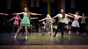 Estetelever från Broman bidrog med musik och dans.