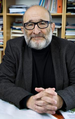 FORSKNING. Jerzy Sarnecki, professor i kriminologi vid Stockholms universitet, har tillsammans med tre andra forskare studerat orsakerna till att invandrare oftare misstänks för brott.