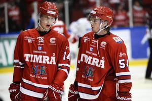Elias Pettersson och Jonathan Dahlén i Timrå IK-tröjan.