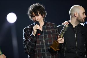 Håkan Hellström med sitt pris Guldmicken som går till årets liveartist.