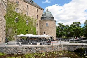 Öppet. Nu kan du besöka uteserveringen vid Slottet, Örebro Slotts restaurang, igen. Foto: Pierre Bokvist