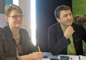 Oppositionsrådet Sig-Britt Ahl (s) och riksdagsledamoten Jasenko Omanovic (s) efterlyser ett regeringsprogram för kommunerna i Ådalen.