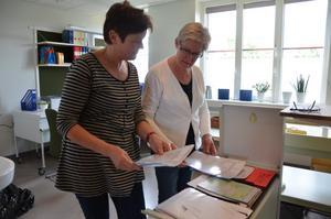 På plats. Agneta Hogfeldt och Ann-Charlotte Andersson gör sig hemmastadda i de nya lokalerna.