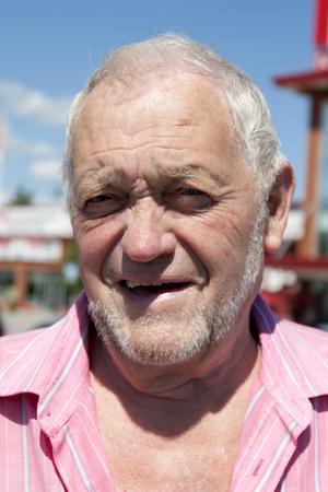 Torsten Skoglund, 81 år, Gävle:– Nej, nej, nej jag äter inte groddar för det har jag aldrig gjort. Jag äter grönsallad och tomater i ställ-et. Men det är inte på grund av ehec-smittan som jag inte äter groddar.