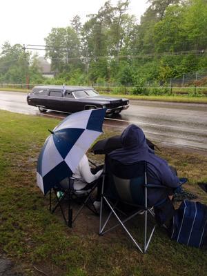 Spontancruisingen igång i regnet på sjöhagsvägen.