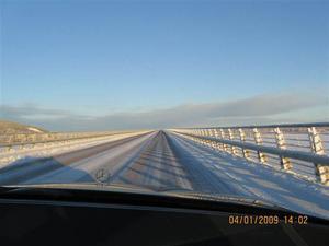 En kall vinterdag på väg över Vallsundsbron. Foto: Mona Wallander