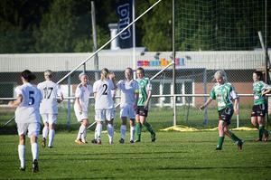 Deppigt i Själevad, men desto gladare miner hos gästande Selånger. Sanna Lööw-Olsson har slagit till för tredje gången. Hennes äkta hattrick avgjorde matchen redan före paus.