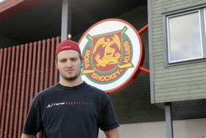 Mikael Wikstrand lämnade Ottawa Senators läger för att vara nära sin sjuka bror.