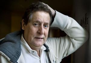Lasse Brandeby avlider, 66 år gammal, i november.