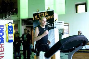 Ari Pohjola slog nytt nordiskt rekord. En mil längre än det förra rekordet blev det efter att Pohjola bearbetat 18 mil på 23 timmar.