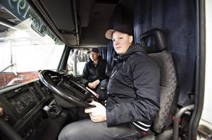 Robin Essell och Kristoffer Lindholm ska välja inriktning till våren. En möjlighet är yrkeschaufför.