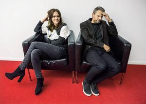 Brita Zackari och Felix Herngren lärde känna varandra i januari när arbetet med programmet började. Men de smågnabbas som om de varit vänner länge.