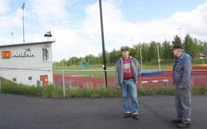 Vakmästarna Jan-Åke Eriksson och Kalle Pettersson var de enda på plats när BJ Arena i Björksätra slog upp portarna för spontanidrott.