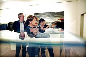 I sällskap med bland andra museichefen Peder Mellander fick kulturminister Lena Adelsohn Liljeroth i går en guidad rundvandring på Länsmuseet Gävleborg.