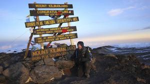 Den 6 december klockan 06.15 nådde Peter Lindquist Afrikas högsta topp, Uhuru Peak på Kilimanjaro.