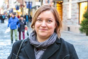 Lotta Näslund, 41 år, Offerdal: – Nej. Jag har gjort det tidigare och det brukar bara sluta med att jag blir arg. Man bränner sig och det blir snett och vint.