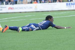 Tabitha Chawinga gjorde ett av målen – i en match som Kvarnsveden kom undan med 2–2 trots spel med en spelare mer i nästan en hel halvlek.