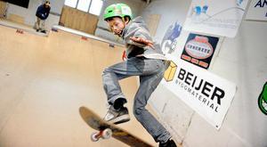 Eddie, 9, är en av tre bröder Oldenburg från Bollnäs som deltar i skateboardtävlingen.