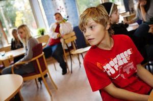 Det är inte lika roligt att träffa sina vänner hemma hos någon som på fritidsgården tycker Jonas Persson, Ängsmon.